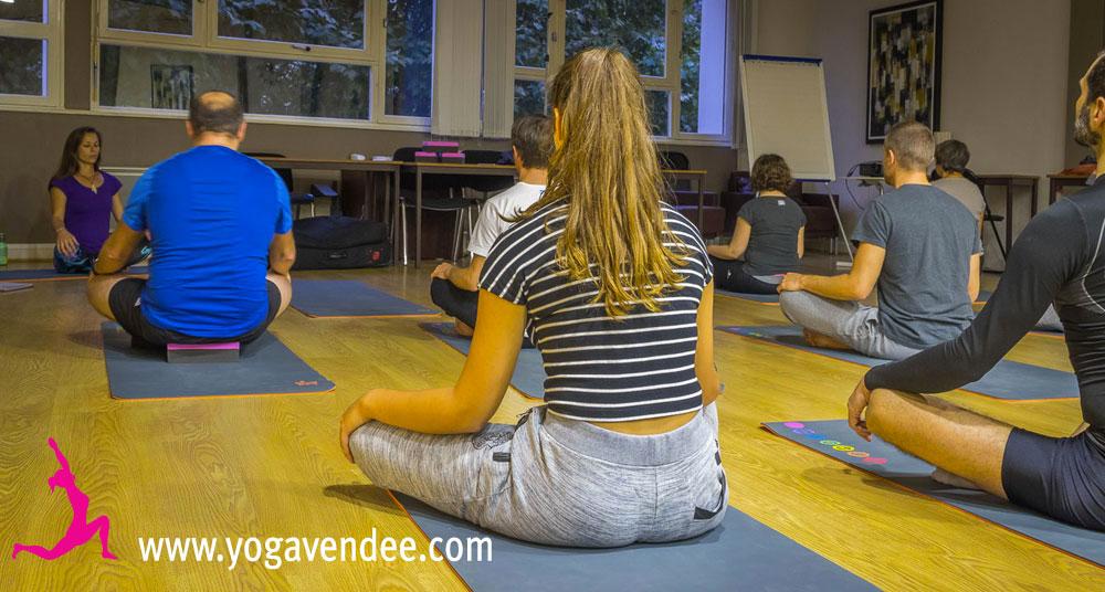 cour de yoga la roche sur yon yoga entreprise vendee relaxation professeur maud chevallier hatha vinyasa