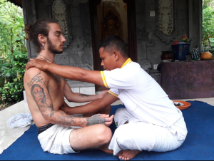 retraite yoga bali balian guérisseur traditionnel balinais