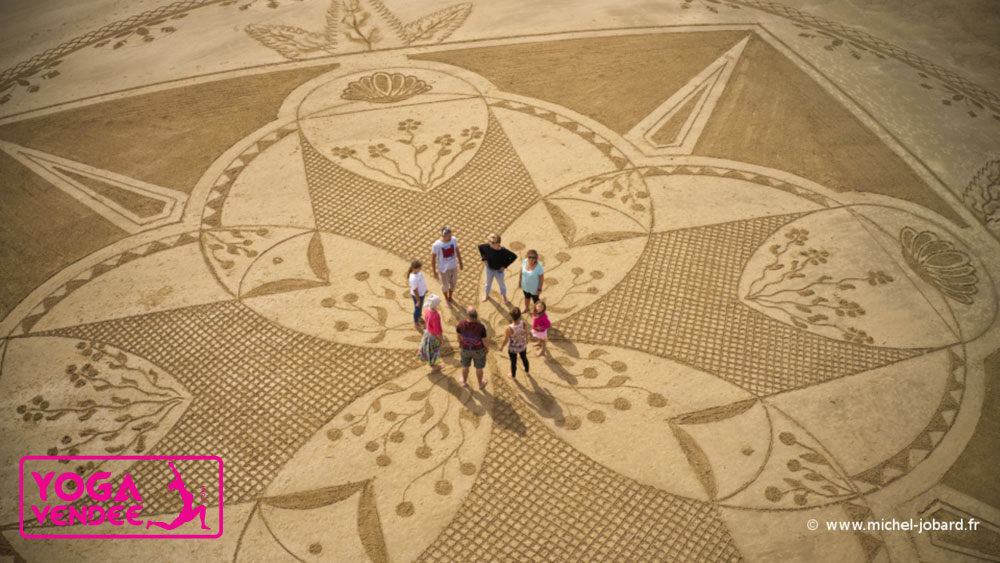 beach art land art plage yoga vendee mandala
