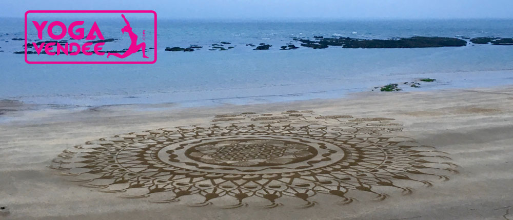 beach art mandala plage yoga vendee
