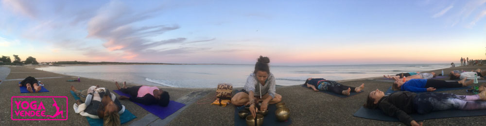 cours de yoga sunset en vendee salutation soleil relaxation